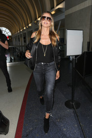 Heidi Klum completed her airport look with a pair of black booties.