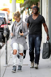 Heidi looks super casual in these torn up white jeans while out shopping with Seal.  Her high tops and cozy scarf top off this laid back look.