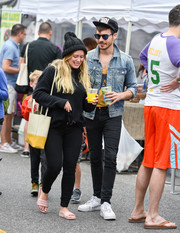 A leather shoulder bag in two shades of yellow completed Hilary Duff's look.