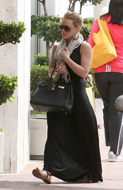"Hilary wore a comfy ensemble and carried the mecca of all handbags- the ""Birkin"" bag."