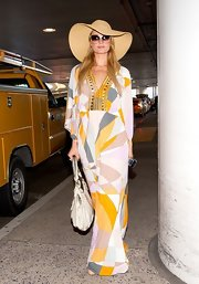 Paris Hilton looked '70s boho chic in this geometric-print maxi dress!