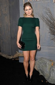 Rose McIver went for a leggy look with this emerald-green mini dress by S.I.C. Couture at the premiere of 'The Hobbit: The Desolation of Smaug.'