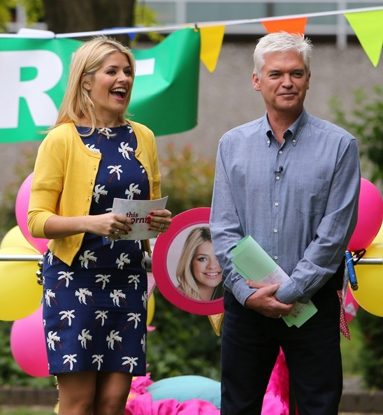 More Pics of Holly Willoughby Print Dress (1 of 28) - Holly Willoughby Lookbook - StyleBistro