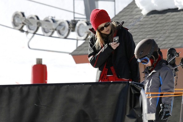 More Pics of Kate Hudson Down Jacket (1 of 15) - Outerwear Lookbook - StyleBistro []