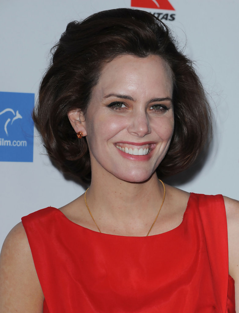 Ione Skye Bob - Short Hairstyles Lookbook - StyleBistro