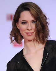 Rebecca Hall's short and wavy 'do for her sultry red carpet look at the 'Iron Man 3' premiere.