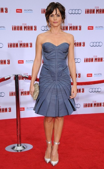 Stephanie Szostak chose a strapless dress with a structured bodice and a pleated skirt for her chic contemporary red carpet look.