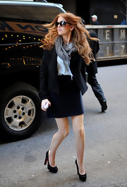 Isla Fisher looked lovely heading into MTV in a pair of black suede platform pumps.