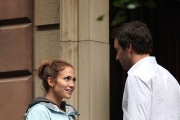 "Jennifer Lopez Alex O'Loughlin Jennifer Lopez on the Set of ""The Back-Up Plan"""