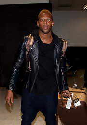 Wearing a black leather biker jacket, Oritse Williams was one stylish traveler!