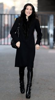 Jaime Murray made monochromatic look good when she sported this knee-length wool coat with fur trim.