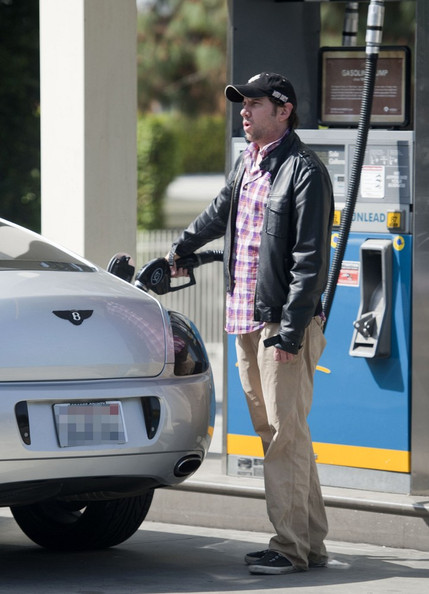 True to his laidback vibe, Jamie Kennedy wore a loose fitting pair of chinos as he pumped gas in Switzerland.