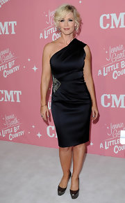 Jennie Garth's one-shoulder LBD made her look fabulous at her birthday party in London.