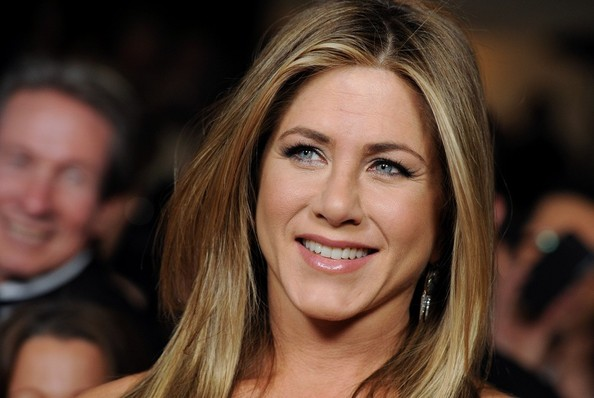 Jennifer Aniston Pink Lipstick