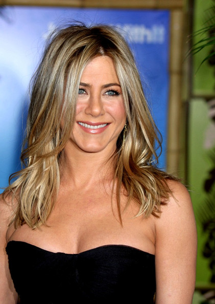 Jennifer Aniston Medium Wavy Cut
