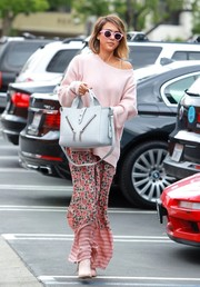 Jessica Alba went shopping wearing a cute pink boatneck sweater by Baja East.
