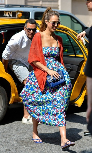 More Pics of Jessica Alba Round Sunglasses (1 of 9) - Jessica Alba Lookbook - StyleBistro