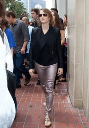 Jodie Foster wore an edgy look at Comic Con San Diego with a black cropped leather jacket.