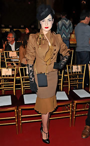 In true Dita fashion, Ms. Von Teese completed her ensemble with lace gloves.