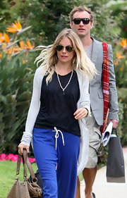 Sienna proves, once again, that aviator shades go with anything. Even blue sweatpants.