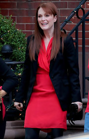 A radiant Julianna Moore layered an oversize black blazer over her chic red satin dress.