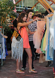 Jacqueline MacInnes Wood wore comfy yet stylish gold thong sandals while out shopping.
