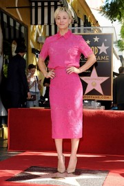 Kaley Cuoco kept the spotlight on her fuchsia separates by teaming them with simple nude patent pumps.