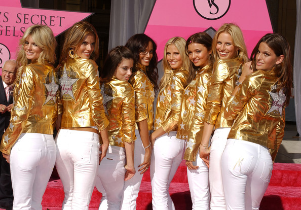 Victoria's Secret Angels receive Award of Excellence