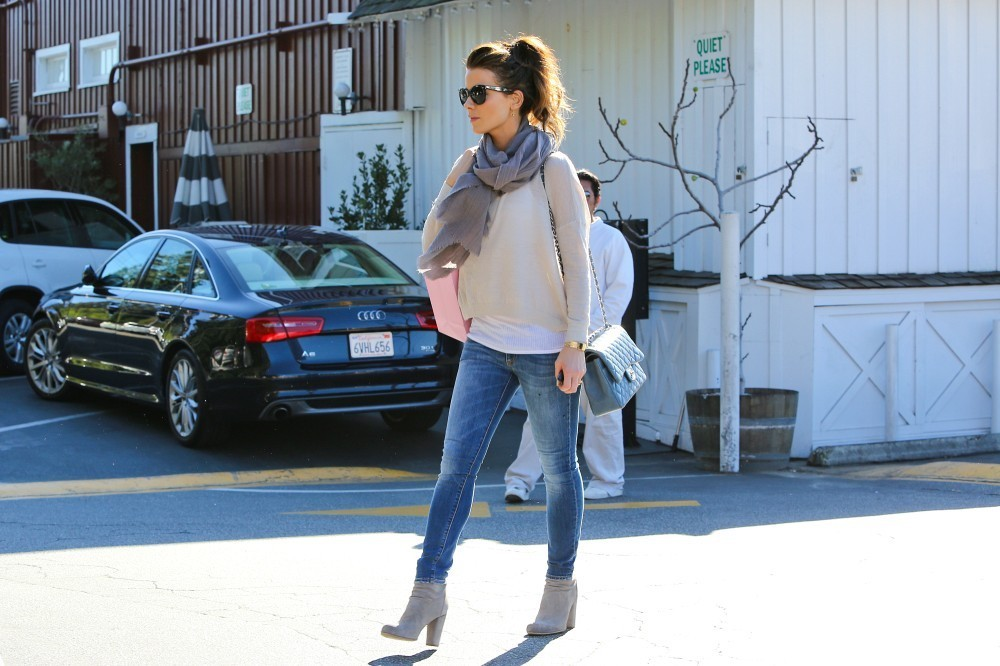BYLINE: EROTEME.CO.UK.Kate Beckinsale shopping at Calypso store in Brentwood.