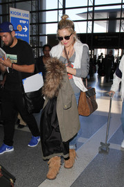Kate Hudson sported a pair of fringed tan boots while catching a flight out of LAX.