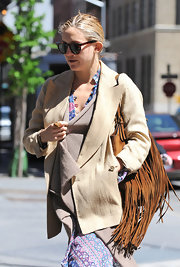 While doing some mid-day apartment hunting Kate Hudson toted around a cool fringe bag.