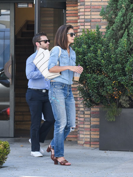 More Pics of Katie Holmes Print Sunglasses (1 of 25) - Katie Holmes Lookbook - StyleBistro [photograph,jeans,denim,standing,textile,leg,footwear,interaction,waist,shoulder,walking,jeans,katie holmes,actor,swans,standing,textile,leg,california,los angeles,katie holmes,jeans,photograph,actor,instagram,swans,denim,biography,socialite]