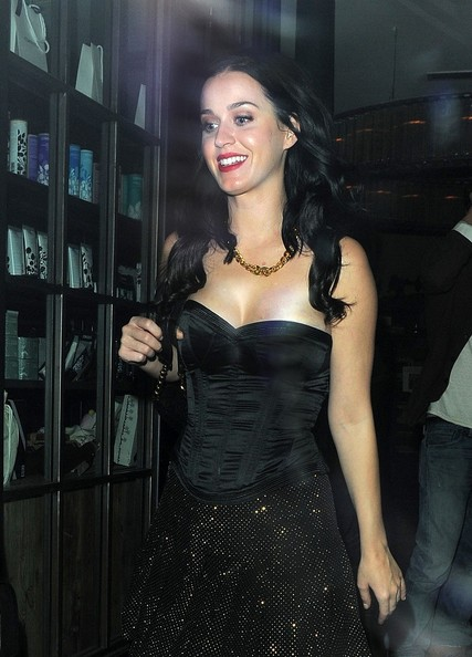 More Pics of Katy Perry Gold Chain (7 of 13) - Gold Necklaces Lookbook - StyleBistro []