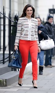 Kelly Brook brightened up her daytime look with a pair of red skinny pants.
