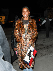 Kelly Rowland accessorized with a panther-embroidered chain-strap bag by Gucci while enjoying a night out in LA.