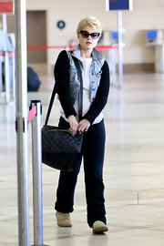 Kelly Osbourne made her way through LAX carrying a black quilted leather bag.