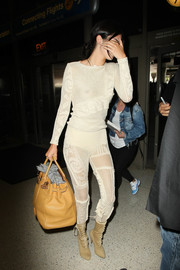 Kendall Jenner topped off her airport look with a fully packed Birkin.