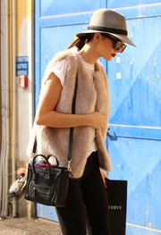 Kendall Jenner tried to go incognito in a gray Rag & Bone fedora and a pair of sunnies while out and about in Milan.