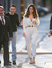 Maria Menounos went for casual sophistication in a draped white jumpsuit during her 'Jimmy Kimmel' appearance.