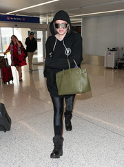 An olive-green Hermes Birkin broke the all-black look.