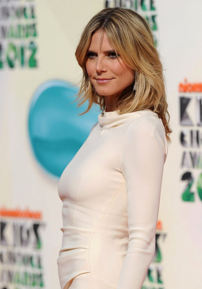 More Pics of Heidi Klum Medium Layered Cut (1 of 22) - Shoulder Length Hairstyles Lookbook - StyleBistro