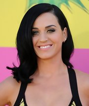 Katy Perry opted for a more toned down 'do with this retro-style wave in her signature jet black hue.