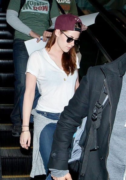 More Pics of Kristen Stewart Wayfarer Sunglasses (4 of 12) - Kristen Stewart Lookbook - StyleBistro