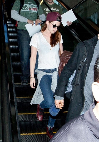 More Pics of Kristen Stewart Wayfarer Sunglasses (6 of 12) - Kristen Stewart Lookbook - StyleBistro