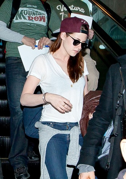 More Pics of Kristen Stewart Wayfarer Sunglasses (7 of 12) - Kristen Stewart Lookbook - StyleBistro