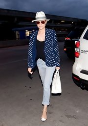 Diane chose a pair of light-wash, striped skinny jeans for her chic travel look.