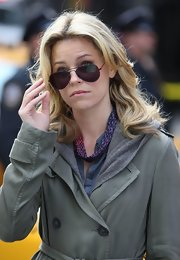 Elizabeth Banks went casual in classic black aviators.
