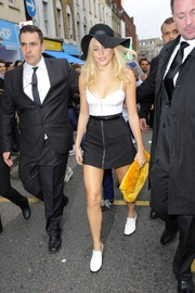 A black A-line mini added a sexy '60s vibe to Pixie Lott's look.