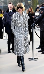 Anna Wintour's printed trenchcoat looked classic and sophisticated on the editor.
