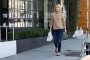 Ali Larter looked like a total fall beauty in this classic turtleneck sweater.